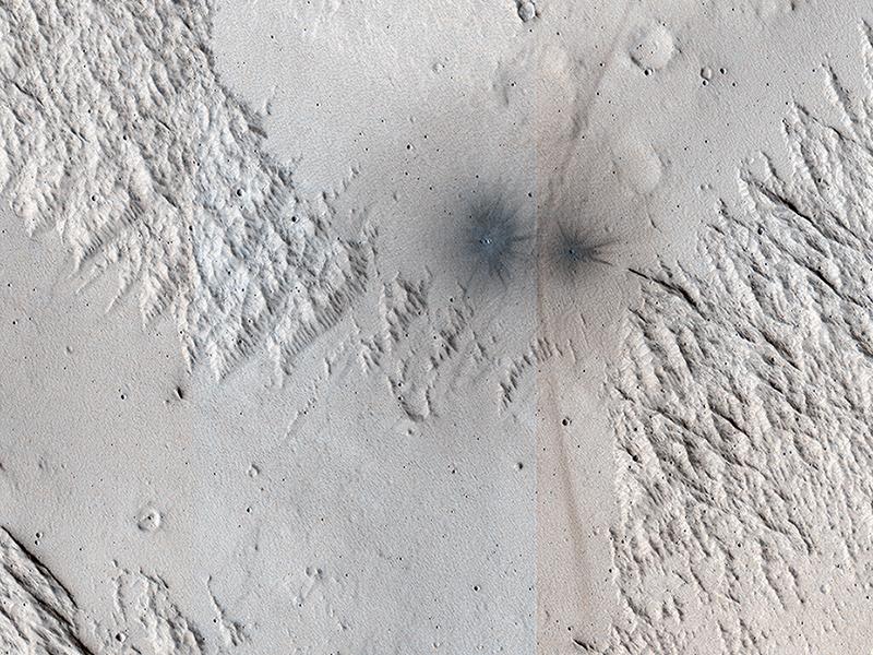 Čerstvé krátery odkrývají, co se skrývá pod písečným povrchem Marsu